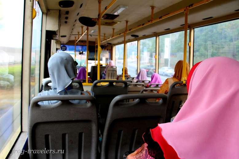 Мусульманки в автобусе