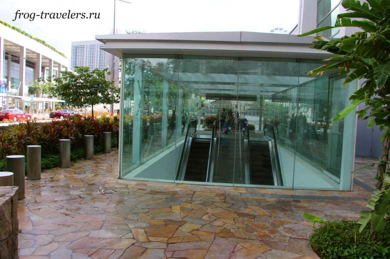 Вход в отель с бассейном на крыше Сингапур