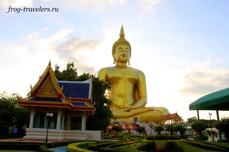Статуя Великого Будды Тайланда