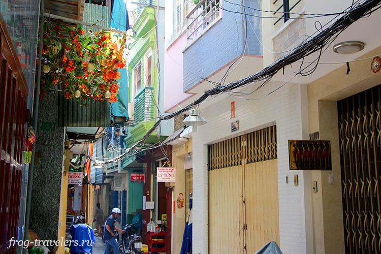 Узенькие улочки туристического центра Сайгона