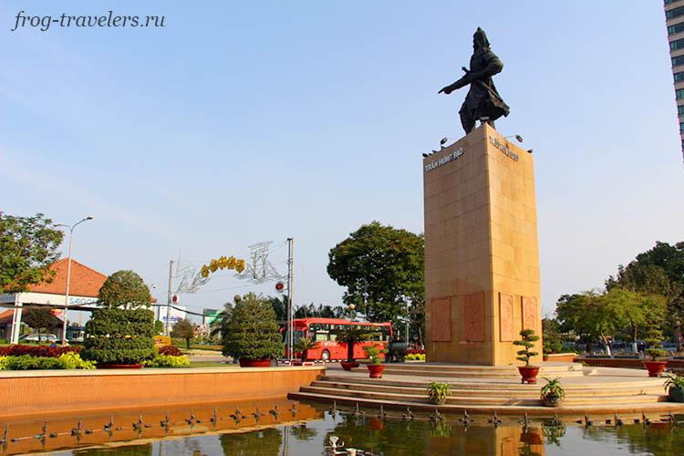 Памятники Хошимина