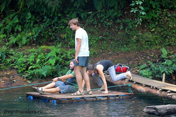 На плоту по реке