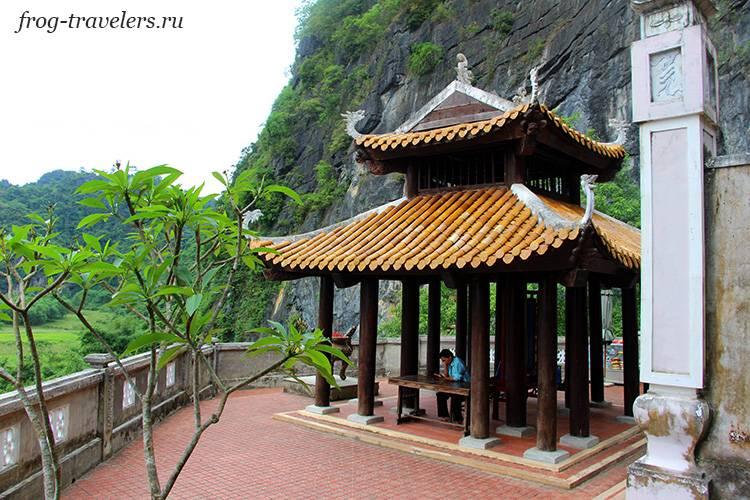 Храм у Фонгни