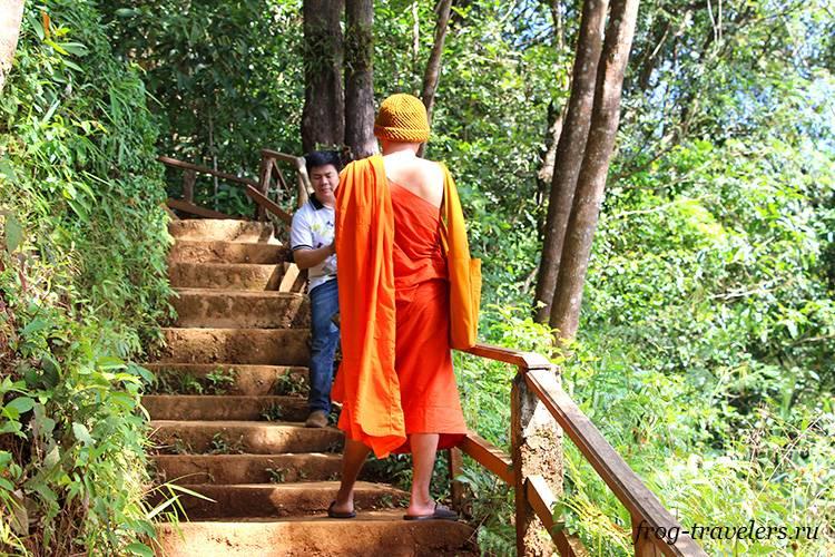 Буддийские монахи в Лаосе
