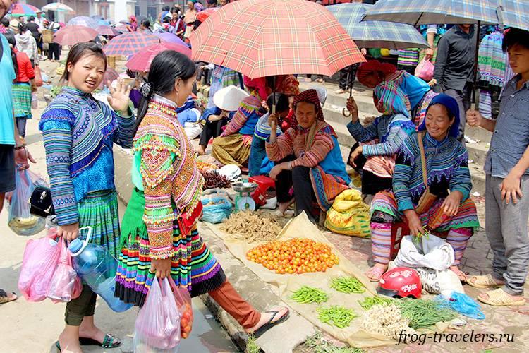 Рынок Бак Ха на севере Вьетнама и цветочные хмонги
