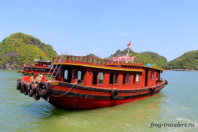 Бухта Халонг Вьетнам: где можно снять лодку