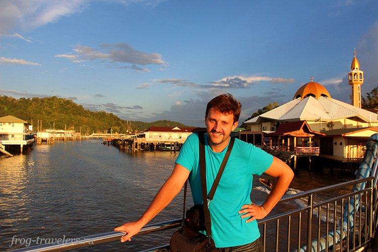 Константин Саморосенко в деревне на воде