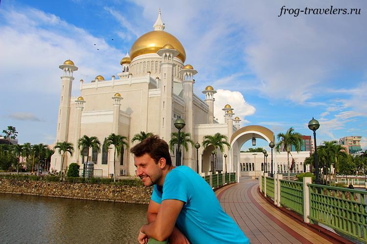 Константин Саморосенко в мечети, Бруней