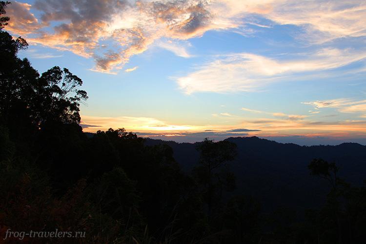 Закат в горах Лаоса