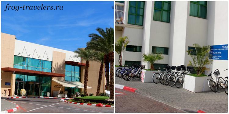 Вход в отель и велопарковка