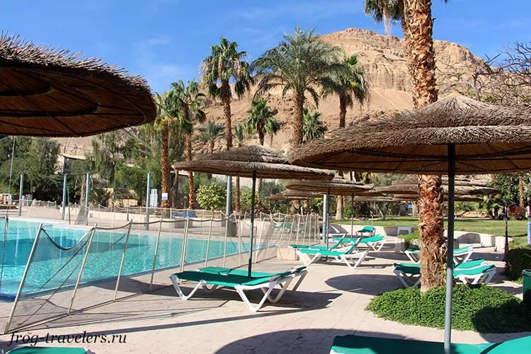 Бассейны при отелях на Мертвом море