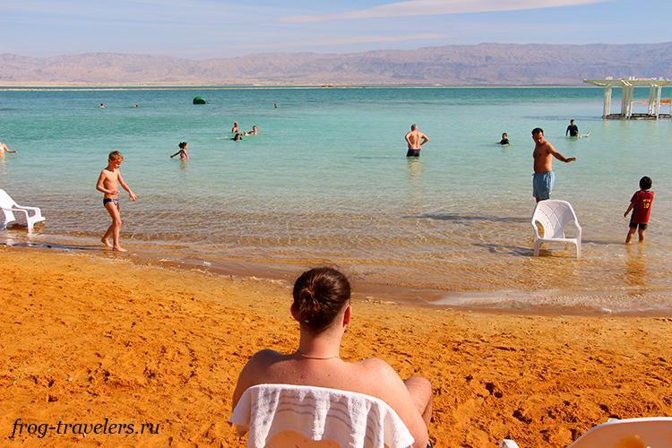 На пляже в Эйн-Бокек (Мертвое море)