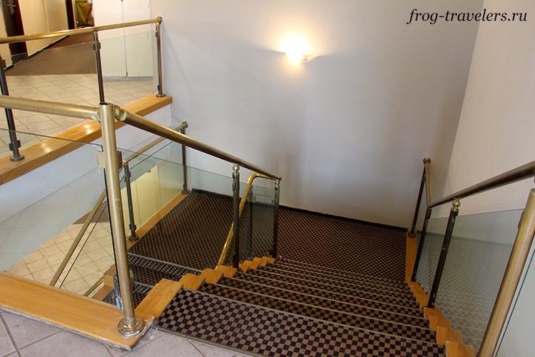 Лестница между этажами
