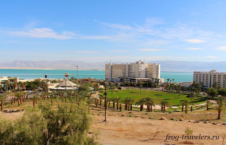 Вид из гостиницы на ТЦ Петра и Мертвое море