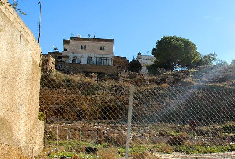 Руины древней стены Мадабы
