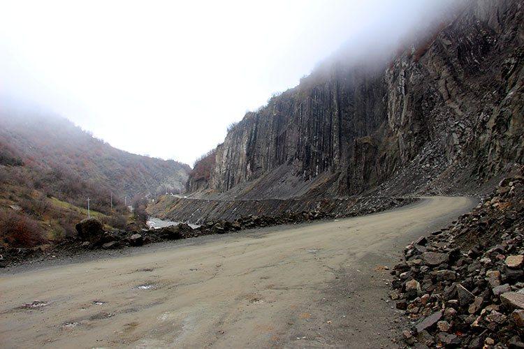Дорога в деревню Лагич: грунтовка
