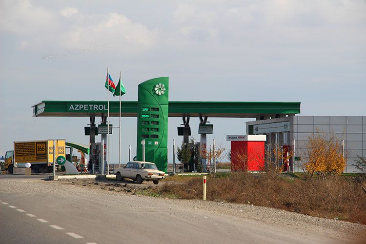 Цены на топливо в Азербайджане